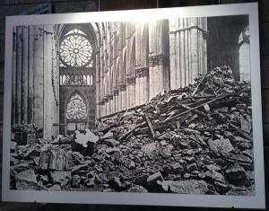 Intérieur de la cathédrale après les bombardements
